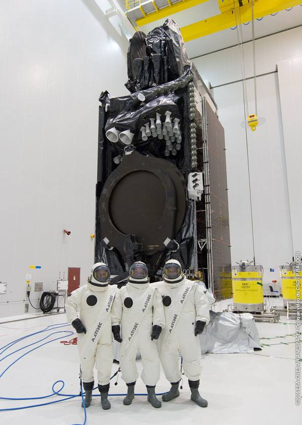 Intelsat 33e during tanking - Photo: Arianespace/ESA/CNES/Optique Video du CSG