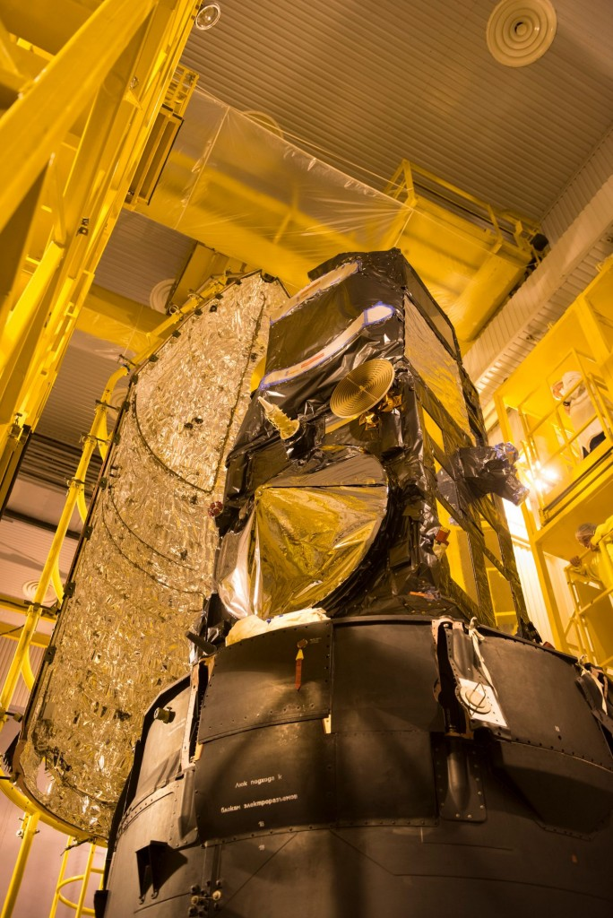 Sentinel-3A_being_encapsulated_within_its_Rockot_fairing21