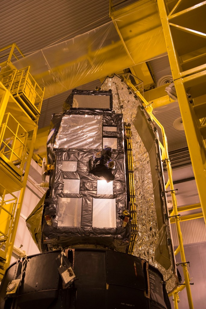 Sentinel-3A_being_encapsulated_within_its_Rockot_fairing23