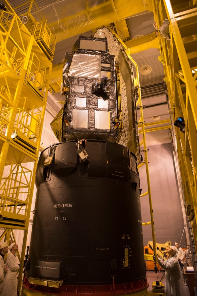 Sentinel-3A_being_encapsulated_within_its_Rockot_fairing25