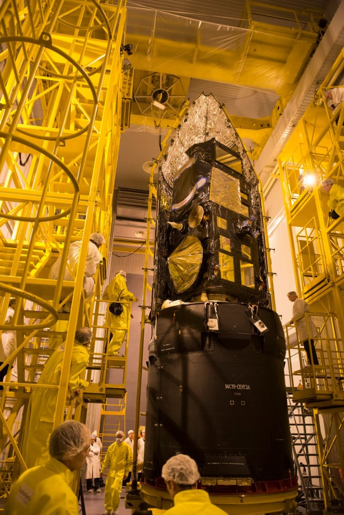 Sentinel-3A_being_encapsulated_within_its_Rockot_fairing26