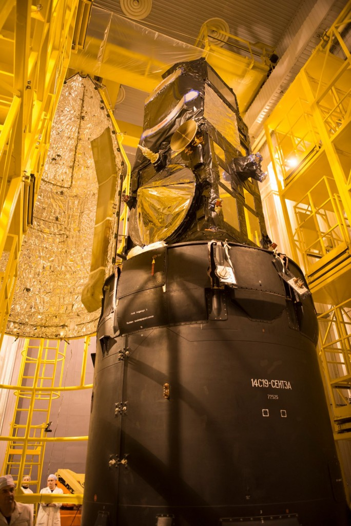 Sentinel-3A_being_encapsulated_within_its_Rockot_fairing28