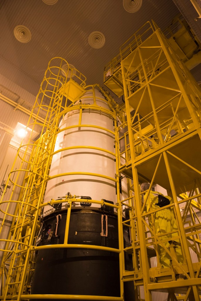 Sentinel-3A_being_encapsulated_within_its_Rockot_fairing29