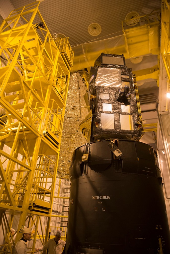 Sentinel-3A_being_encapsulated_within_its_Rockot_fairing31