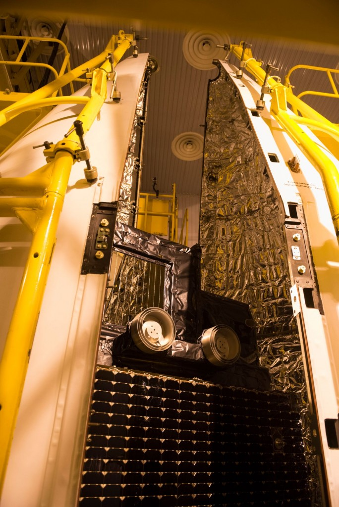 Sentinel-3A_being_encapsulated_within_its_Rockot_fairing32