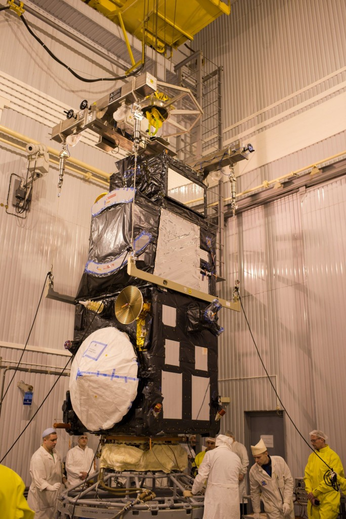 Sentinel-3A_being_installed_on_its_flight_adapter