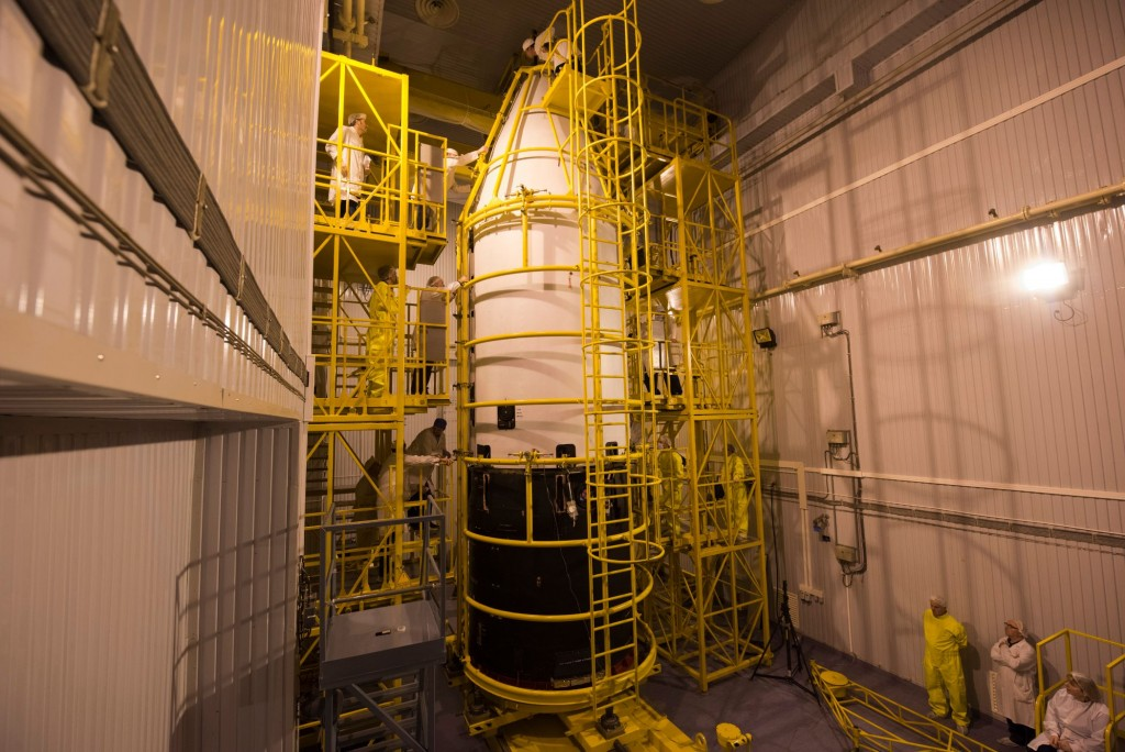 Sentinel-3A_encapsulated_within_its_Rockot_fairing7