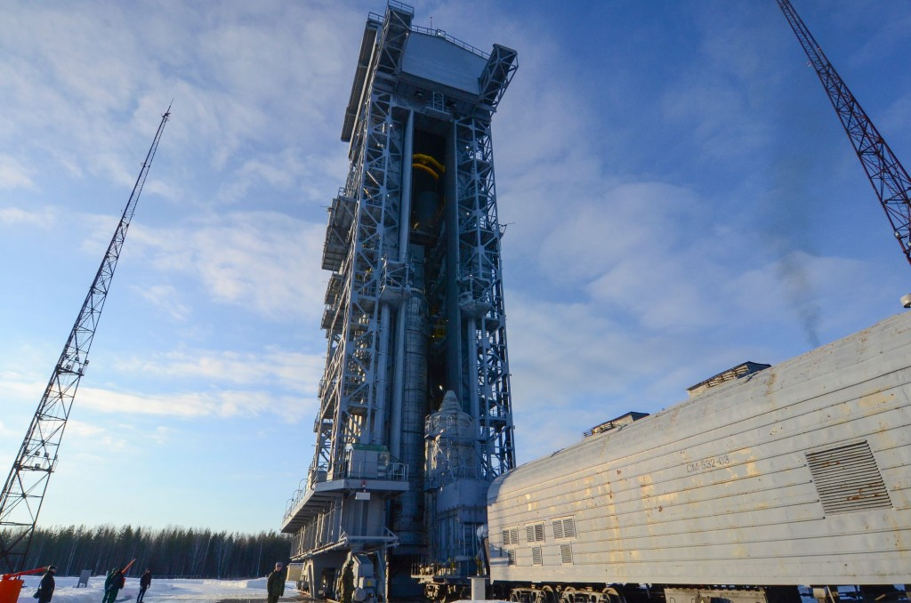 Sentinel-3A_upper_composite_arrives_by_train_to_the_launch_pad8