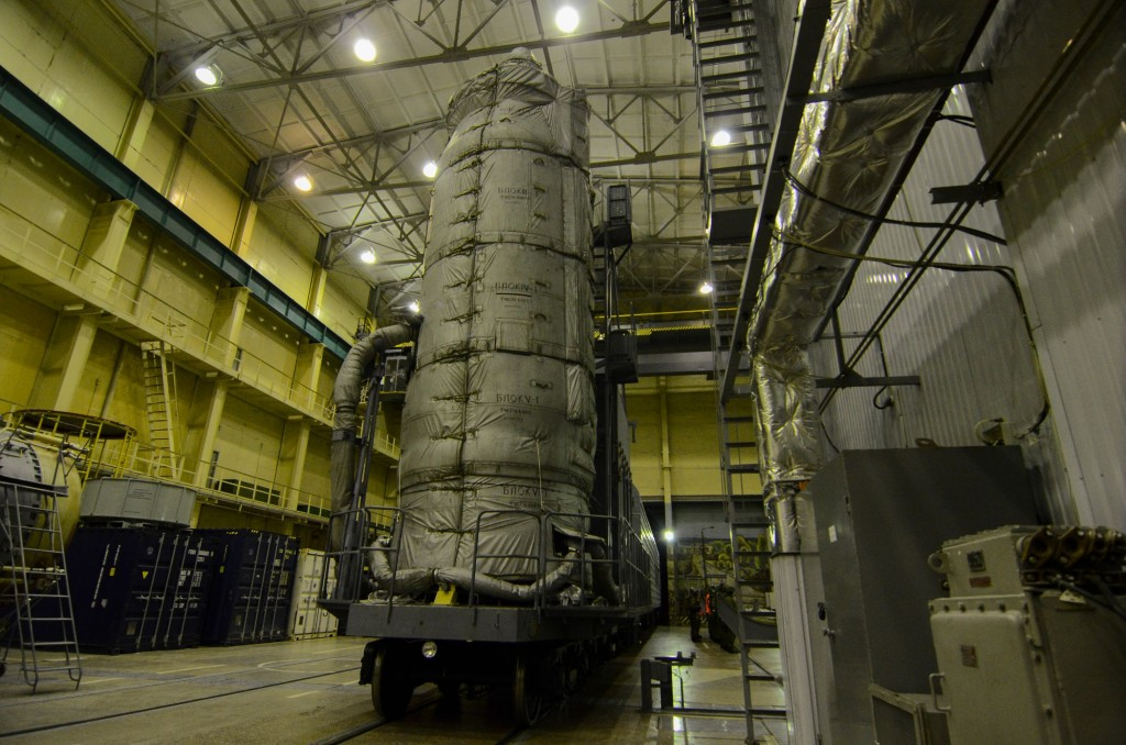 Sentinel-3A_upper_composite_transferred_to_the_launch_pad11