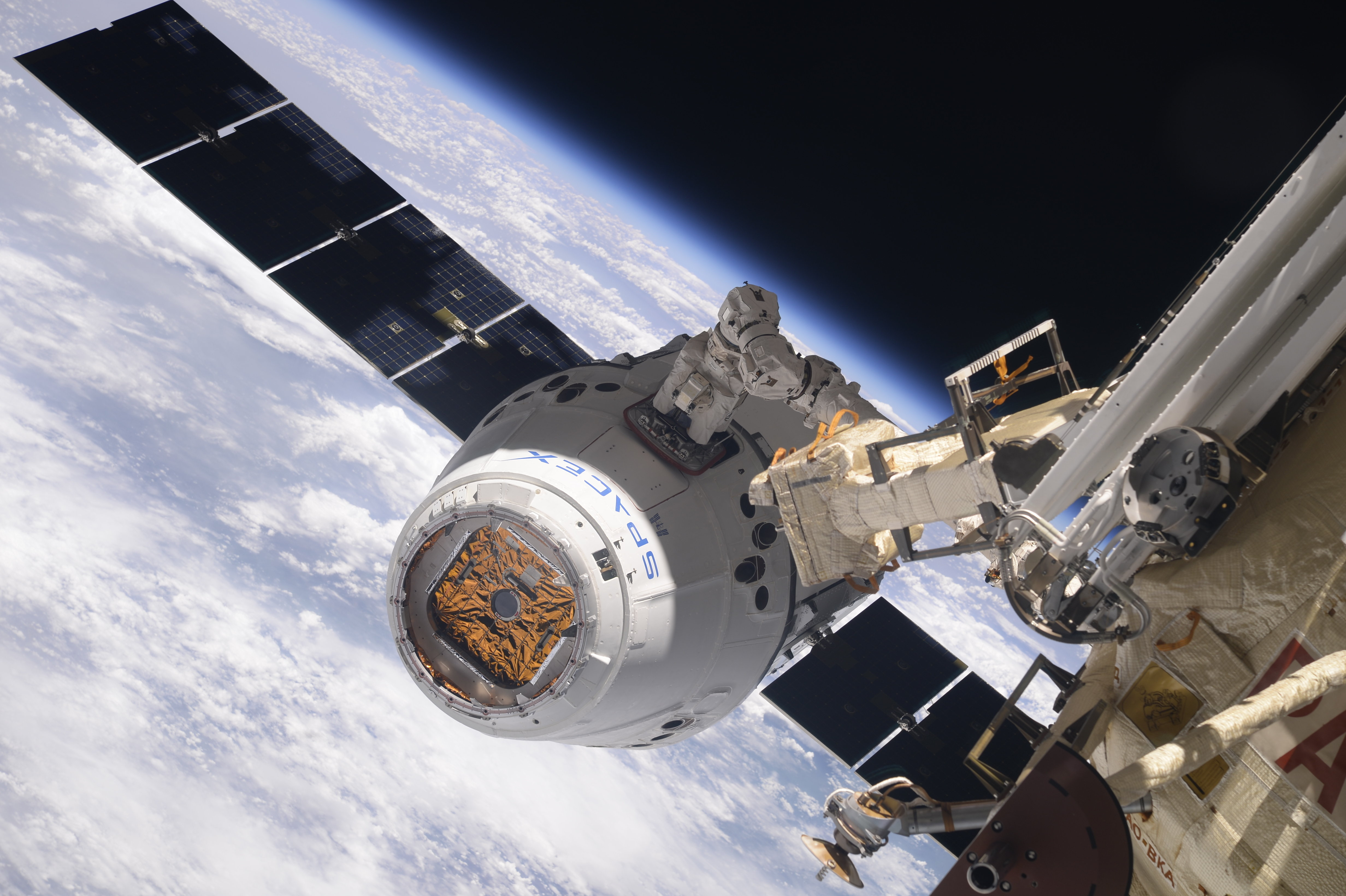 Dragon CRS-14 Arrives at ISS after Textbook Rendezvous for Critical
