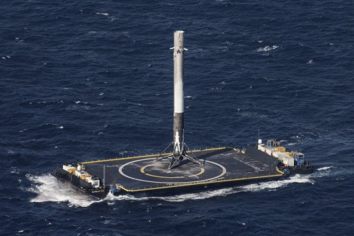 The Falcon 9 first stage sits atop the Autonomous Spaceport Drone Ship after a successful landing - Photo: SpaceX