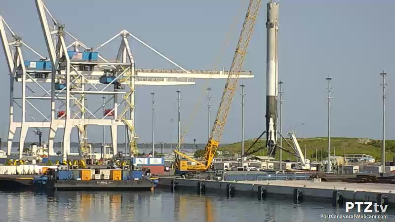 recovered falcon 9 booster pulls into port dragon spx 8. Black Bedroom Furniture Sets. Home Design Ideas