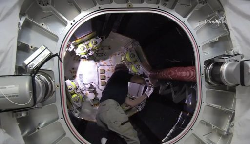 Astronaut Jeff Williams works inside the BEAM Module - Photo: NASA TV