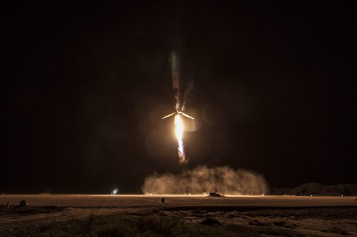 Falcon 9 comes in for its first land-based landing. - Photo: SpaceX