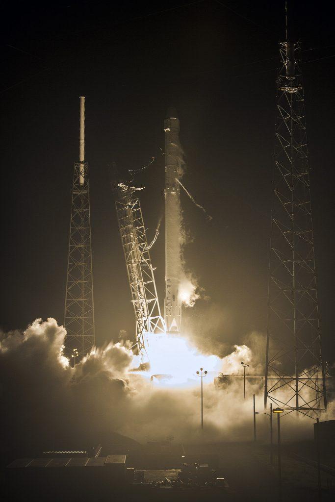 Photos: Falcon 9 Night Launch & Landing – Dragon SpX-9 ...