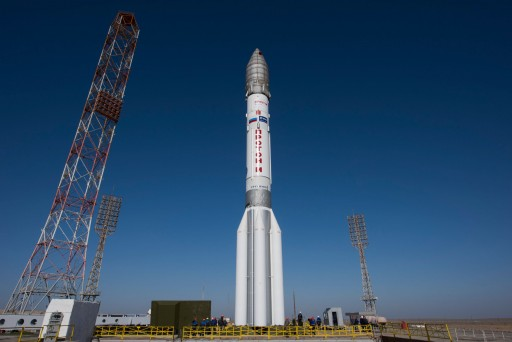 Proton_rocket_moved_into_vertical_position1