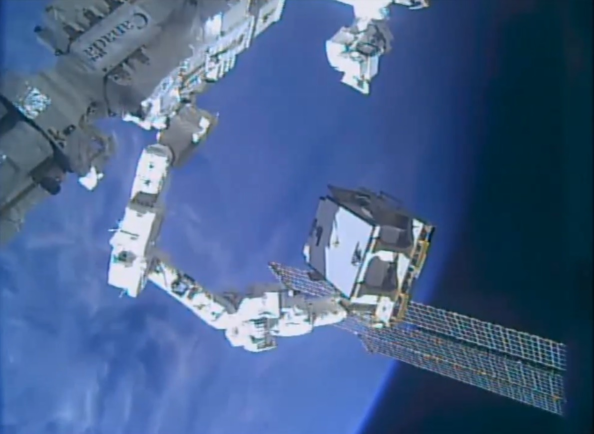 Iss Robots Successfully Replace Critical Power Switching Unit Cbs 12 Circuit Wiring Module The Stations Dextre Robot Holds Onto A Partially Failed After Replacing It With Spare To Fully Restore Electrical System