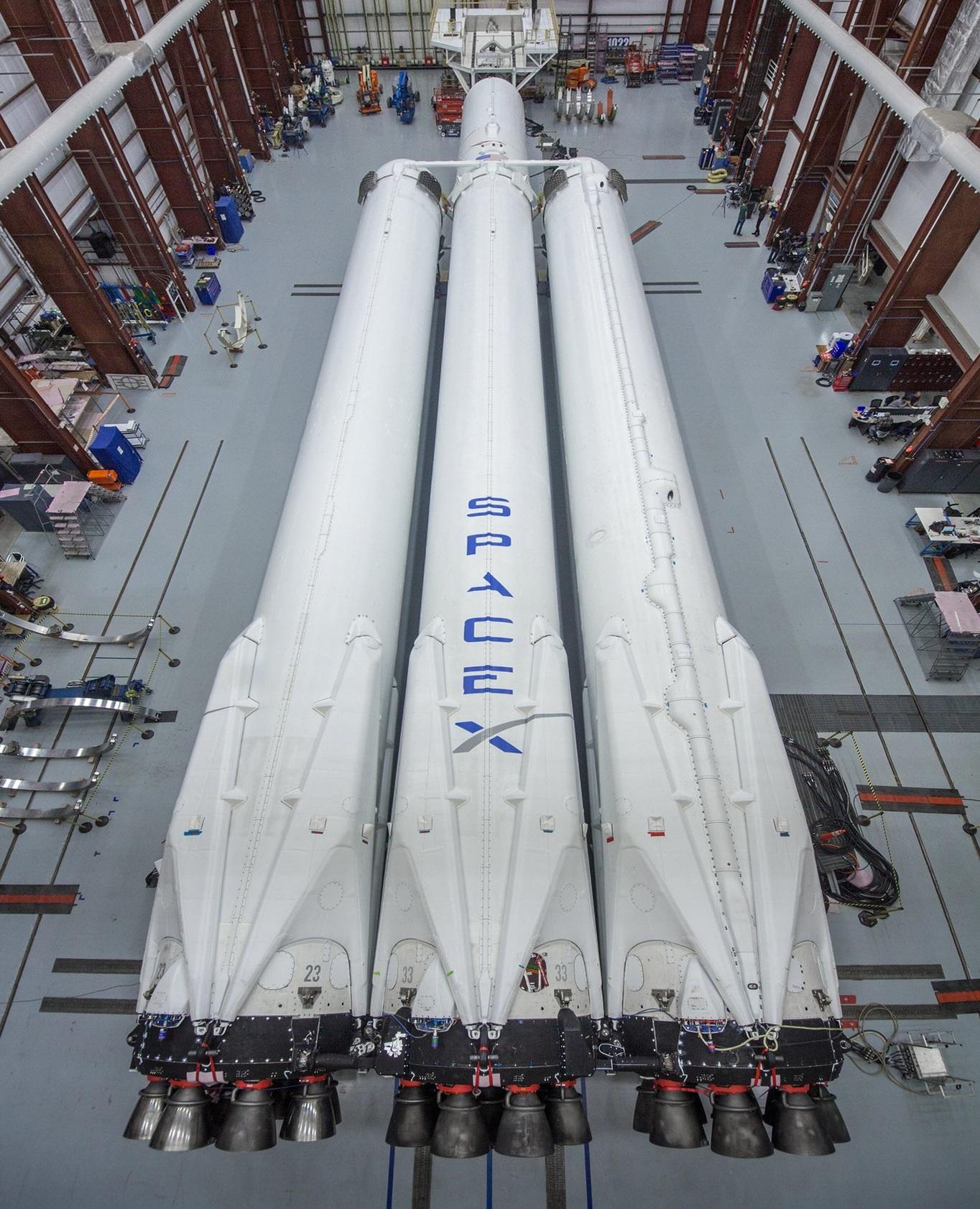 [Obrazek: FalconHeavy-Musk1.jpg]