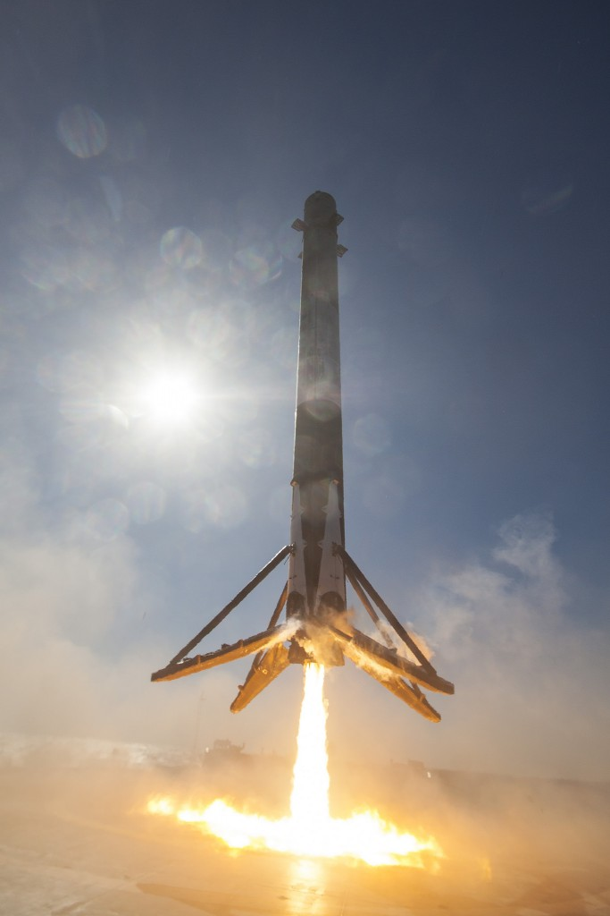Successful Landing at Sea (SpX-8) - Photo: SpaceX