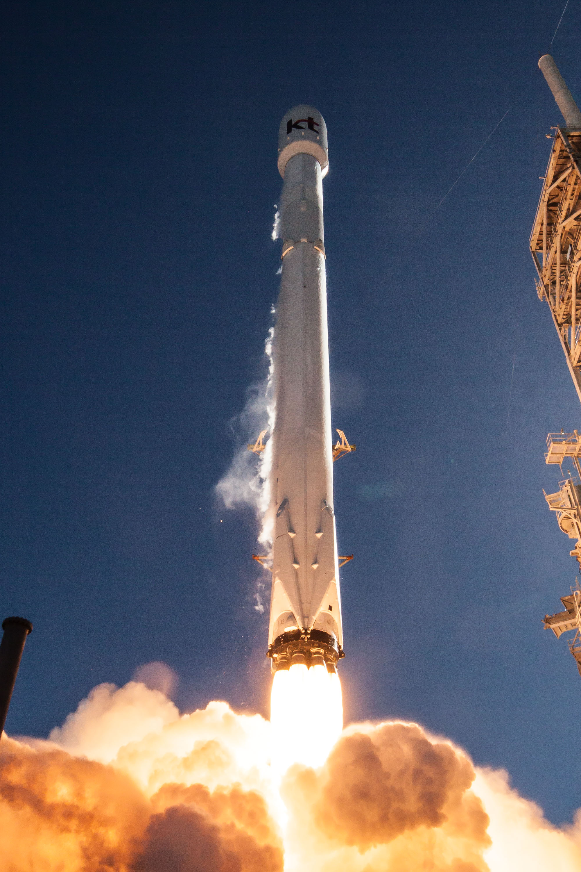Photos: Falcon 9 Soars...
