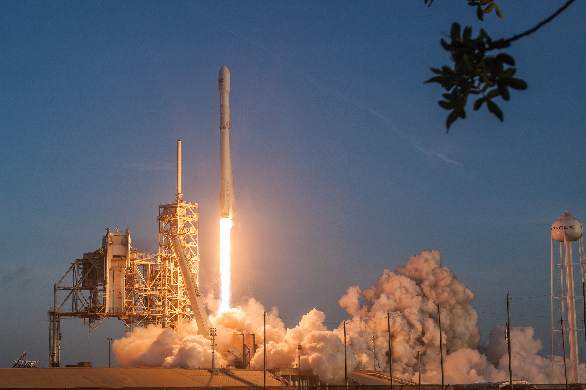 Falcon 9 Soars to Orbit with Secret Government Satellite, 1st Stage