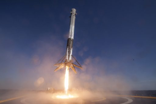 The SpX-8 Booster comes in for landing after dispatching Dragon to orbit - Photo: SpaceX