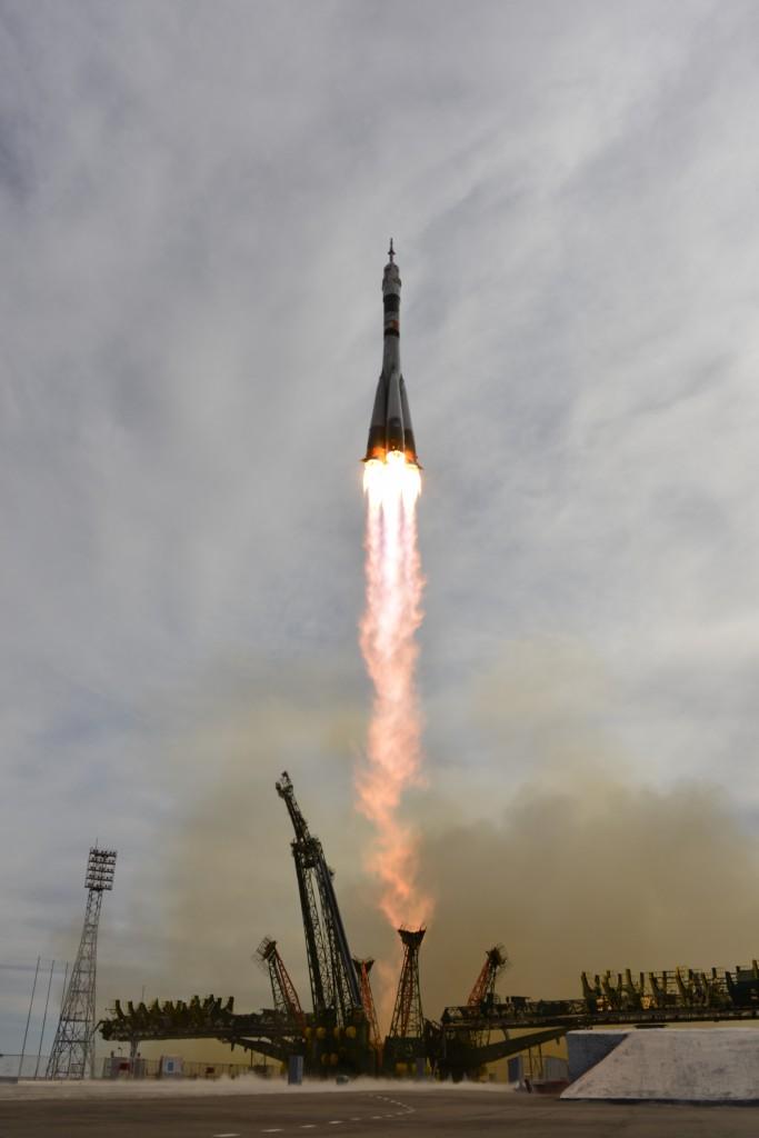 Soyuz_TMA-18M_liftoffb