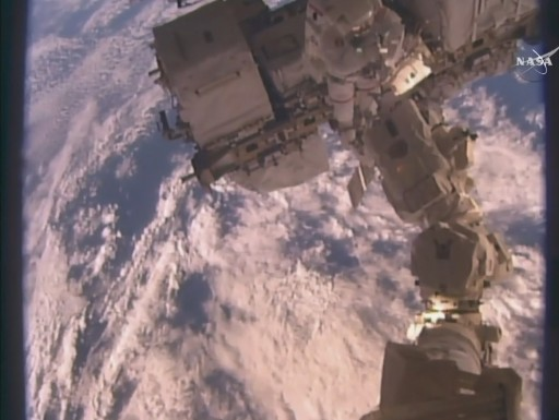 Kelly working on the Robotic Arm - Photo: NASA TV