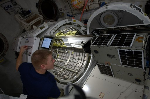 LONESTAR Installed on Kibo Airlock Slide Table - Photo: NASA/ESA/Tim Peake