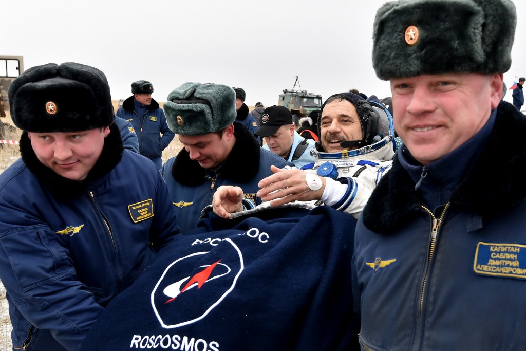 Ground personnel carry International Space Station (ISS) crew member Mikhail Kornienko of Russia after landing near the town of Dzhezkazgan, Kazakhstan, on March 2, 2016. US astronaut Scott Kelly and Russian cosmonaut Mikhail Kornienko returned to Earth on March 2 after spending almost a year in space in a ground-breaking experiment foreshadowing a potential manned mission to Mars. AFP PHOTO / POOL / KIRILL KUDRYAVTSEV