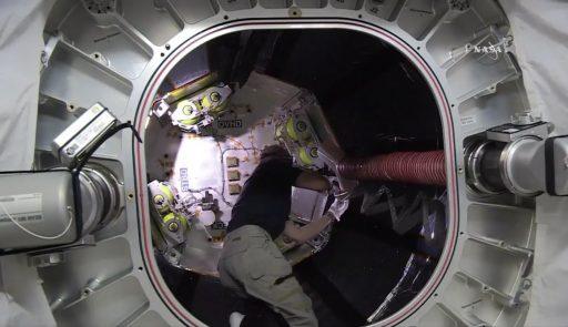 Astronaut Jeff Williams works inside the BEAM Module - Photo: NASA TV