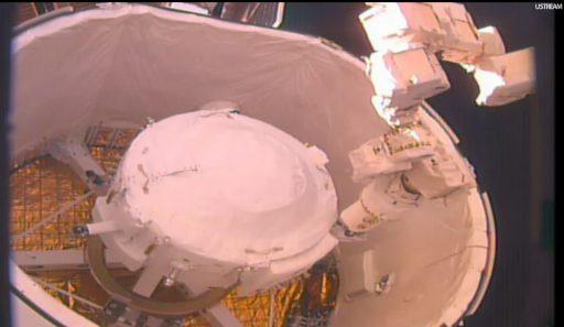 IDA-2 Retrieval from Dragon's Trunk - Photo: NASA TV