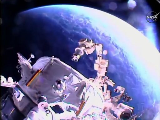 Dextre retracts from the IDA - Photo: NASA TV