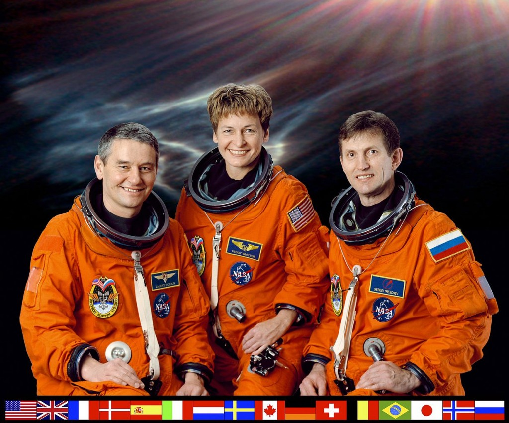 1233px-ISS_Expedition_5_crew
