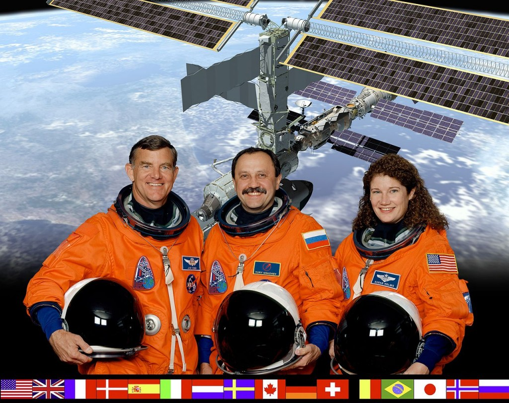 1280px-ISS_Expedition_2_crew