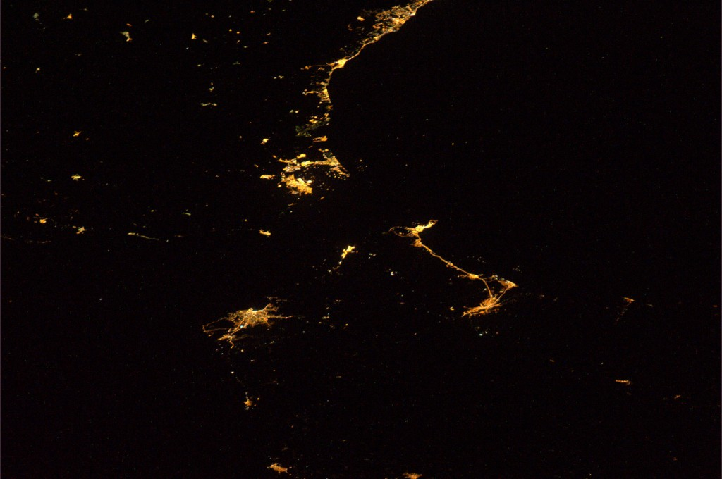 Gibraltar_s_Strait_by_night