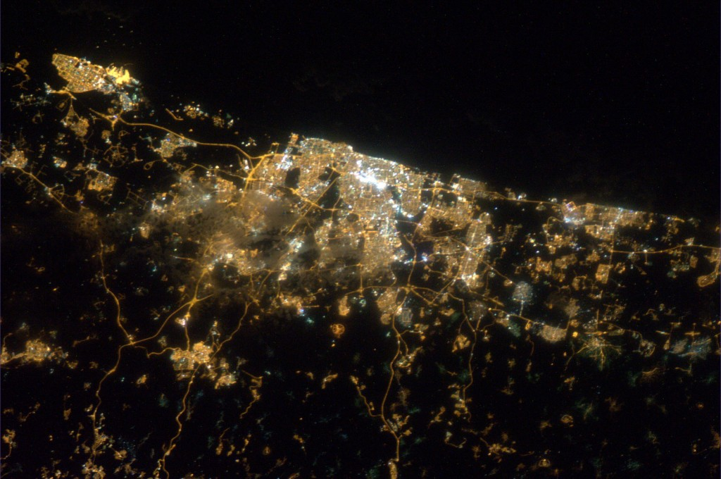 Tel_Aviv_by_night