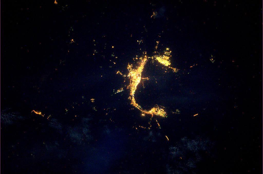 Volgograd_by_night