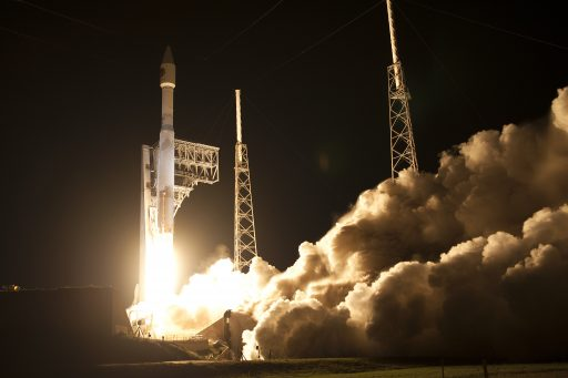 A ULA Atlas V lifts off with the Cygnus OA-6 cargo mission - Photo: NASA Kennedy