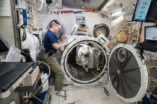 Kibo Airlock Preparations - Photo: NASA