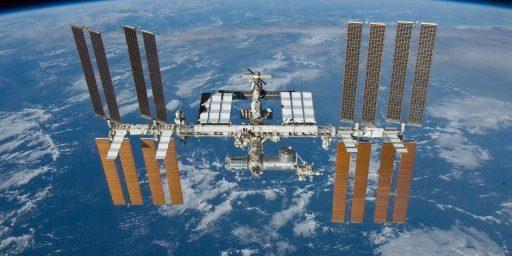 STS132_undocking_iss2