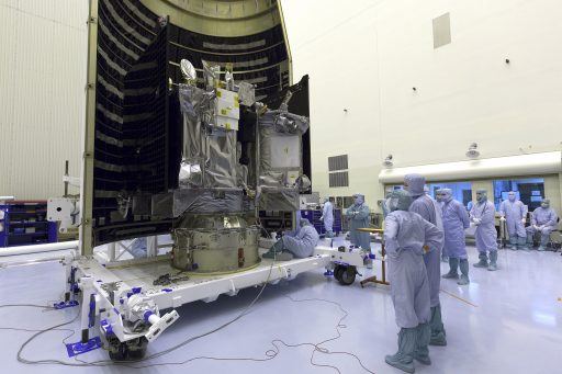 OSIRIS-REx during encapsulation in its protective Payload Fairing - Photo: NASA Kennedy
