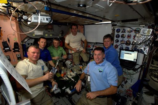 The ISS Expedition 50 Crew during Thanksgiving Dinner on November 24 - Photo: NASA
