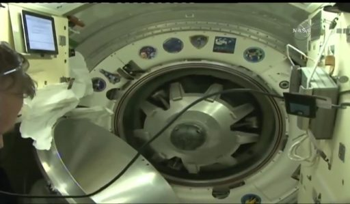 Soyuz/ISS Hatch Closure - Photo: NASA TV