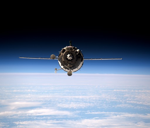 Soyuz arrives at ISS - Photo: NASA/ESA