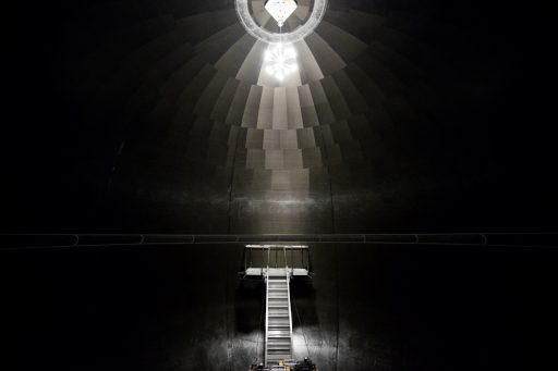 Inside Carbon Fiber Tank - Photo: SpaceX