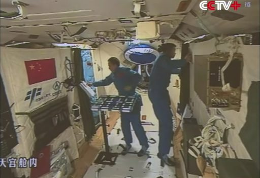 Jing Haipeng & Chen Dong working aboard Tiangong-2 - Photo: CCTV