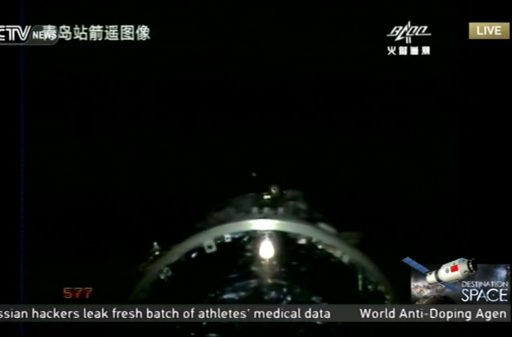 Tiangong-2 pulls away from its rocket by firing small thrusters - Photo: CCTV