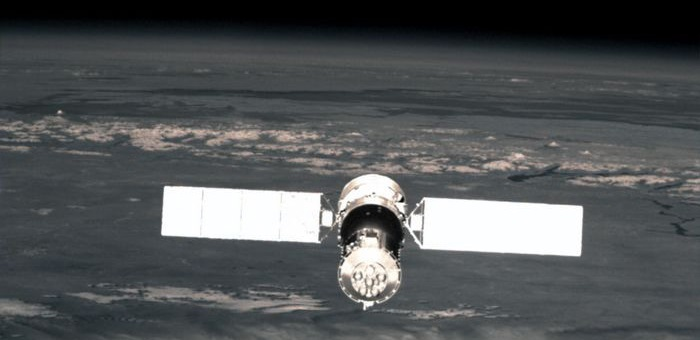 Shenzhou-7 photographed by Banxing-1 - Photo: Xinhua