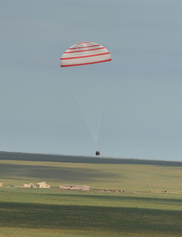 Shenzhou-10 Landing (2013) - Photo: Xinhua